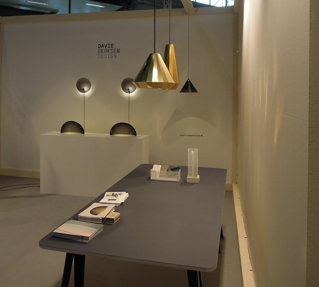 Elegante Lichtlösungen bietet David Derksen an: Ikonische Halbmonde, Zylinder oder Tuben. (Foto: Axel Schaffer)