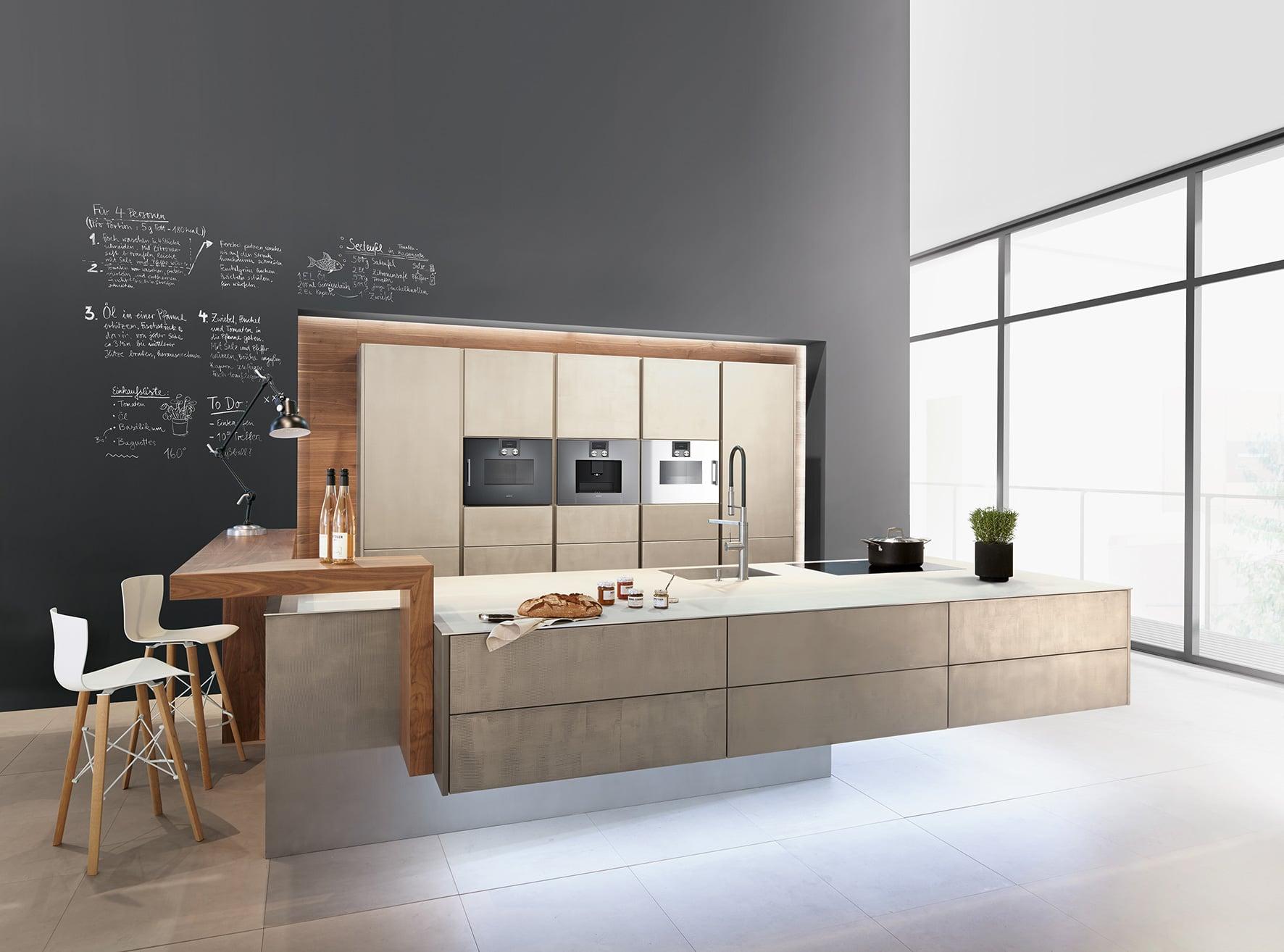 <p><strong>zeyko-Küchen: Im Netz informieren, vor Ort kaufen </strong></p>