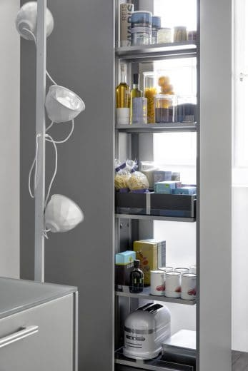 Ein Apothekerschrank der Leicht Interior+ Serie.