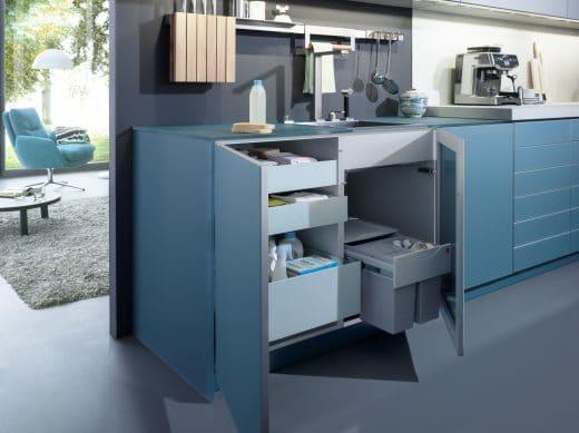 Das Modell LARGO-FG von Leicht besitzt ein besonders gut integriertes Mülltrennungssystem.