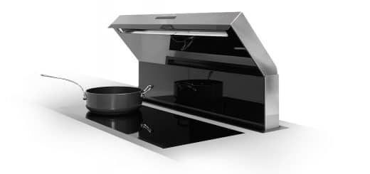 Die Tischlufthaube von berbel wird per Sensor-Touch-Bedienung aktiviert. Sie ist geräuscharm und effizient und gehört der neuen Generation an Kochfeldabzügen an.