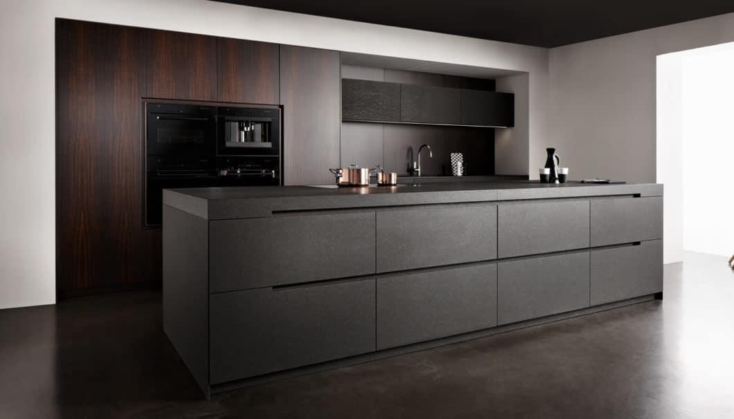eggersmann-Küchen werden handwerklich höchst anspruchsvoll aus Stein und bestem Holz gefertigt. (Foto: eggersmann)