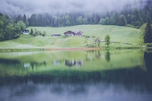 Auch in Deutschland findet man Ruhe, Einsamkeit und den Luxus der Stille: Hier zum Beispiel in Ramsau bei Berchtesgaden. Foto: Markus Spiske