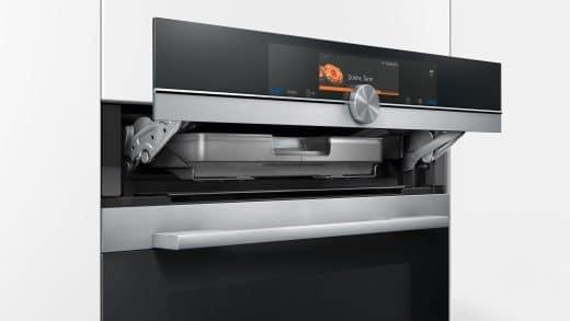 Der neue Siemens Dampfbackofen aus der besonders intelligenten iQ700 Smart Home-Serie: Kocht und bäckt und jetzt noch schonender - und schneller. (Foto: Siemens)