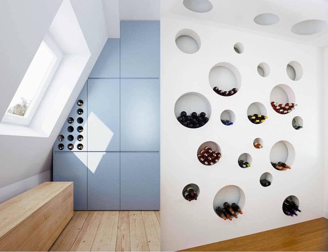 In kreisrunden Wandlöchern versenkt kann Wein nicht nur praktisch lagernd verstaut werden, sondern offenbart auch den echten Weinfan. (Foto: 081 Architekts, li., Teresa Sapey, re.)