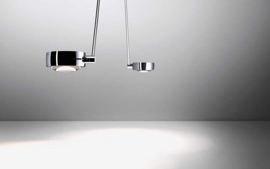 Das Modell Sento LED revolutioniert die individuellen Gestaltungsmöglichkeiten im Lichtbereich: Sento bietet ein- oder beidseitig abstrahlende Leuchtenköpfe, verschiedene LED-Lichtfarben und eine berührungslose Dimmfunktion in 5 Stufen. (Foto: Occhio)