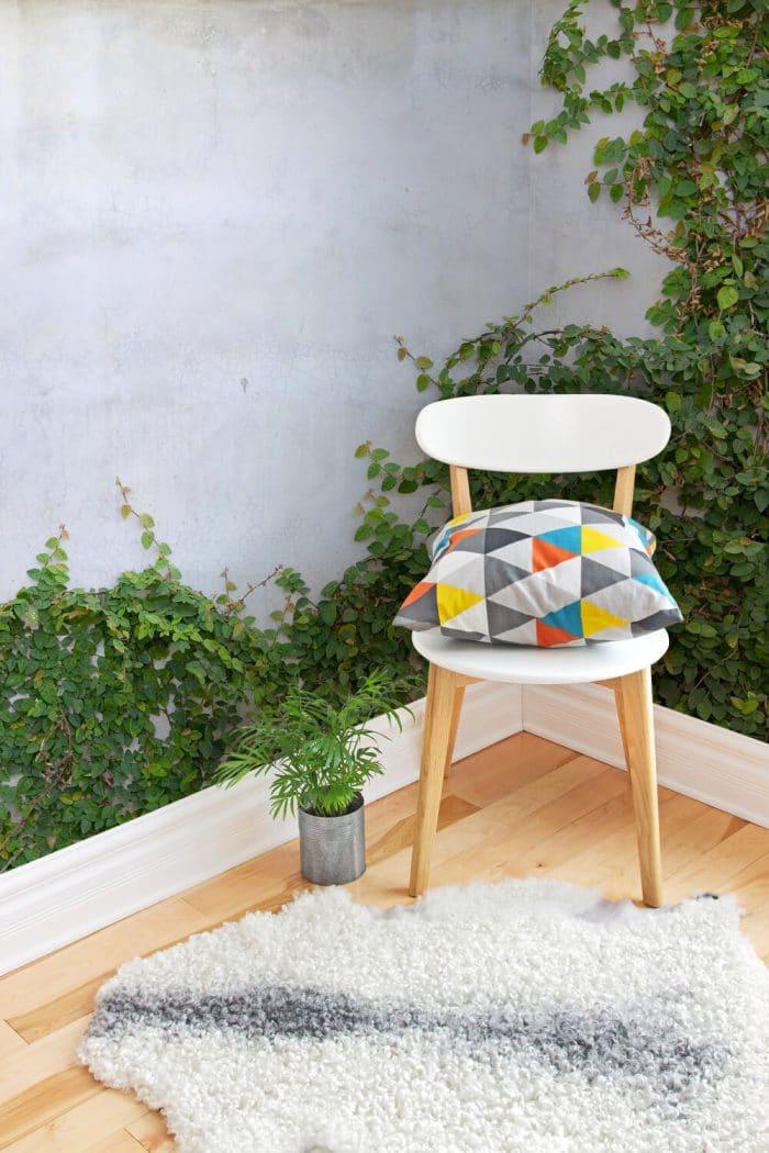 """Sie haben weder Garten noch Balkon? Dann holen Sie sich die Pflanzen doch ins Haus rein - besser noch an die Wand, die wenigstens immergrün ist... Wallpaper """"3D ivy"""", muralswallpaper.co.uk"""