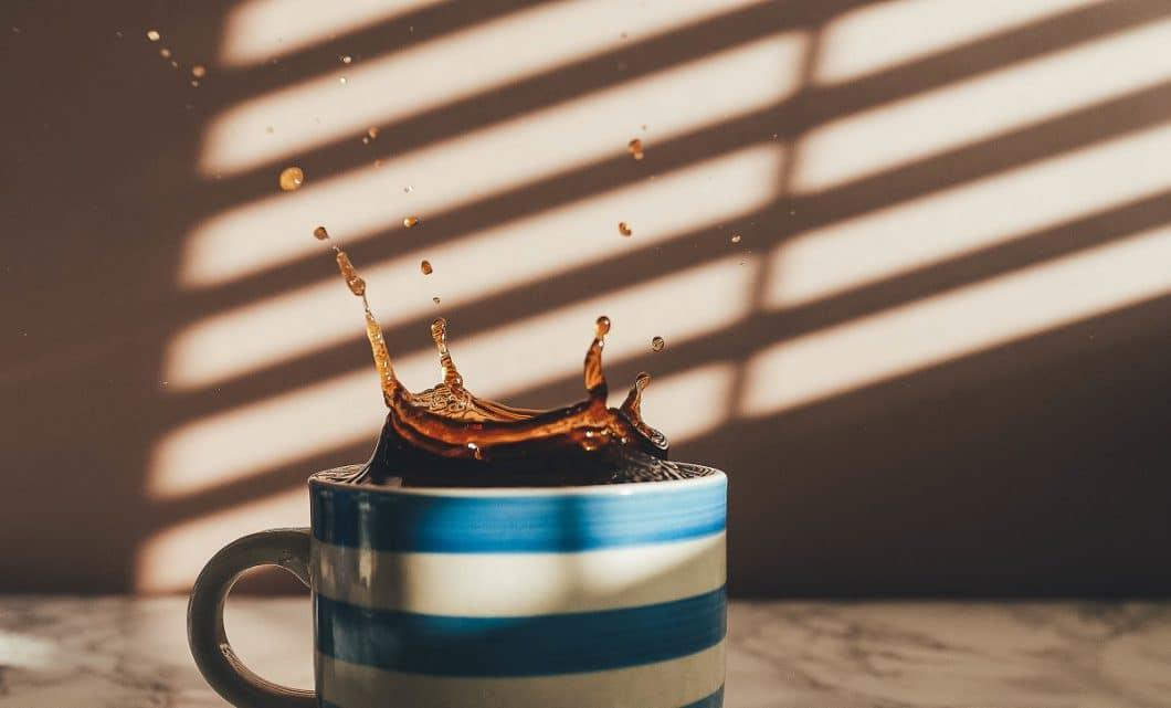 Foto: Annie Spratt, coffee spilling