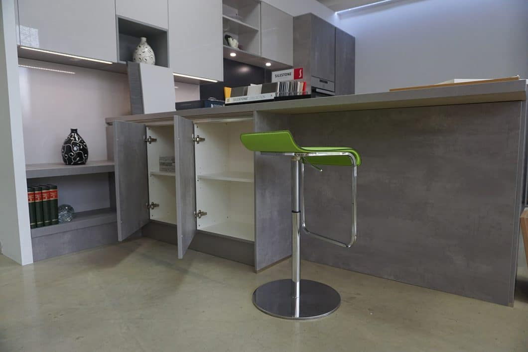 abverkauf k che in betonoptik k chendesignmagazin lassen. Black Bedroom Furniture Sets. Home Design Ideas