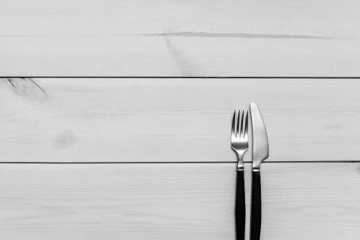 """Haushaltstipp 1: Auch """"stainless steel""""-Besteck ist nicht immer vor Flugrost gefeit. Dagegen hilft Zitronensaft. (Foto: Patryk Dziejma)"""