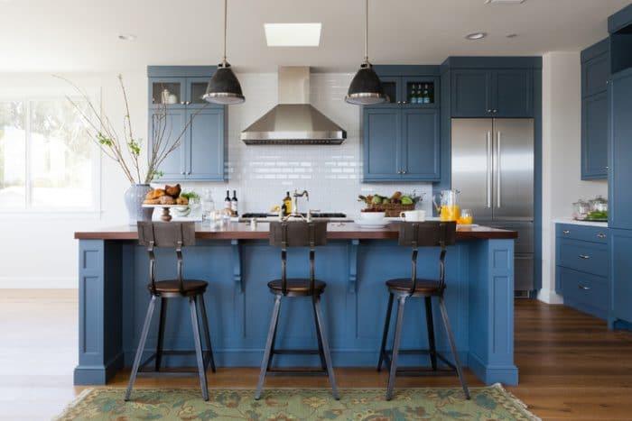 einfach mal blau machen in der k che k chendesignmagazin lassen sie sich inspirieren. Black Bedroom Furniture Sets. Home Design Ideas