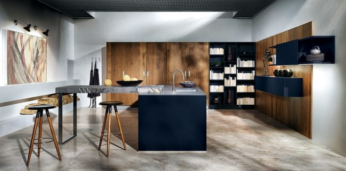 AuBergewohnlich Dunkelblaue Küchenschränke Wirken Beruhigend Und Haben Eine Kraftvolle  Ausstrahlung. Hier Kombiniert In Großem Raum Und