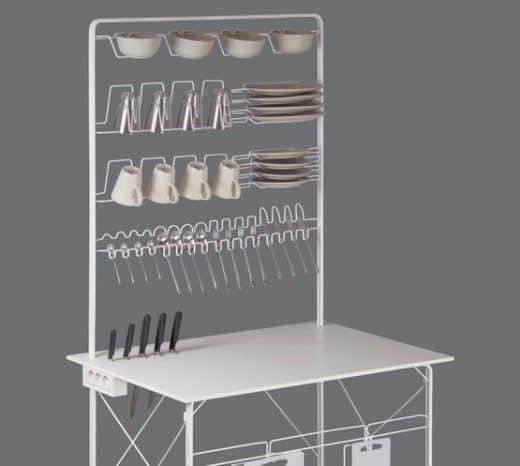 """Sehr minimalistisch - und doch ist alles da, was man zum Arbeiten in der Küche braucht: Die Modulküche """"Magdalena Gravity"""" von Burkhard Schäller. (Foto: B. Schaeller)"""