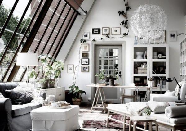 Ein Traum von Helligkeit und Gemütlichkeit, nicht nur für Künstler: Atelierfenster sollten viel öfter zum Einsatz kommen - vor allem in Dachschrägen mit viel Lichteinfall. (Foto: schöner wohnen)