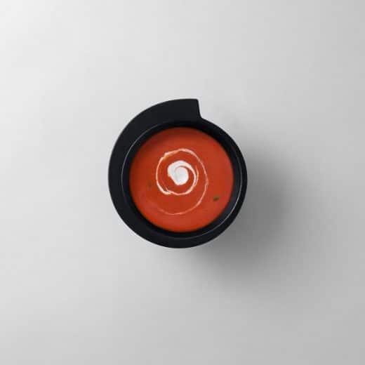 """Perfekt, um tolle Suppen noch schöner zu machen: Die Schüssel """"spin black"""" der Designerin Marie Luise Hellgren für das Label Design House Strockholm. (Foto: design3000)"""