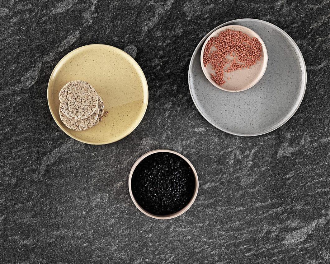 Grob gekörnt, glatt gestrichen, lackiert oder in Glasfassung? Die Entscheidung für die richtige Küchenfront oder Arbeitsoberfläche ist nicht nur wichtig für das Aussehen der Küche, sondern auch ihr Haltbarkeitsdatum. (Foto: Valcucine, Genius Loci; Granitplatte)