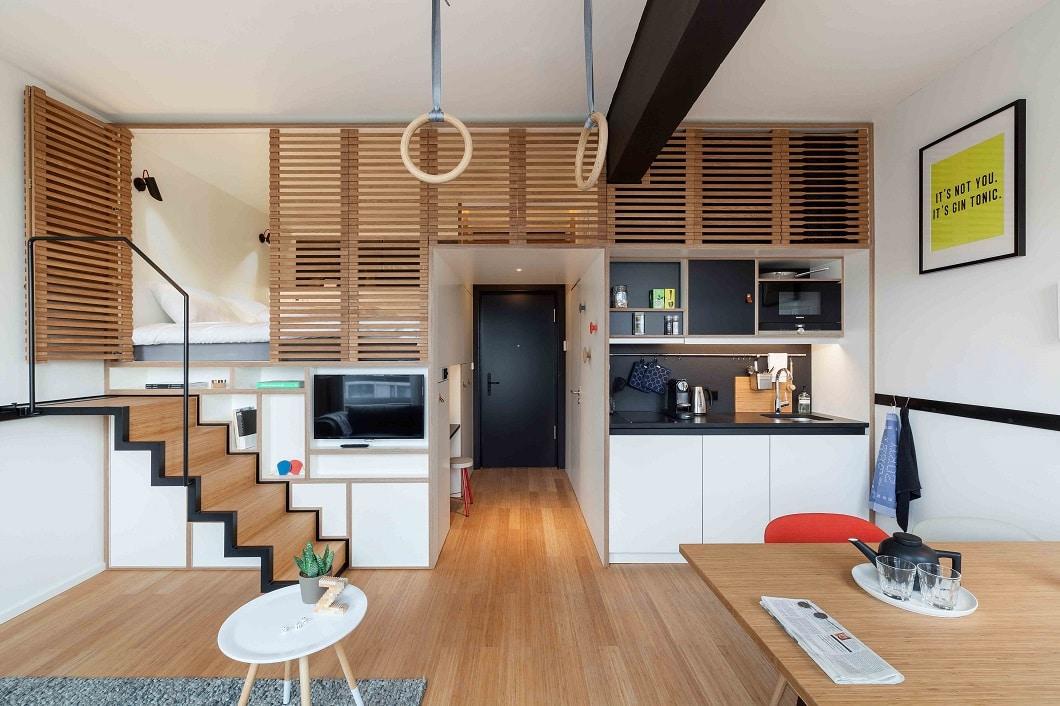 Das Zoku Loft XL, mit komfortabler Wohnzimmergröße, verstecktem Bettzugang und einer hochwertigen Einbauküche. (Foto: livezoku.com)