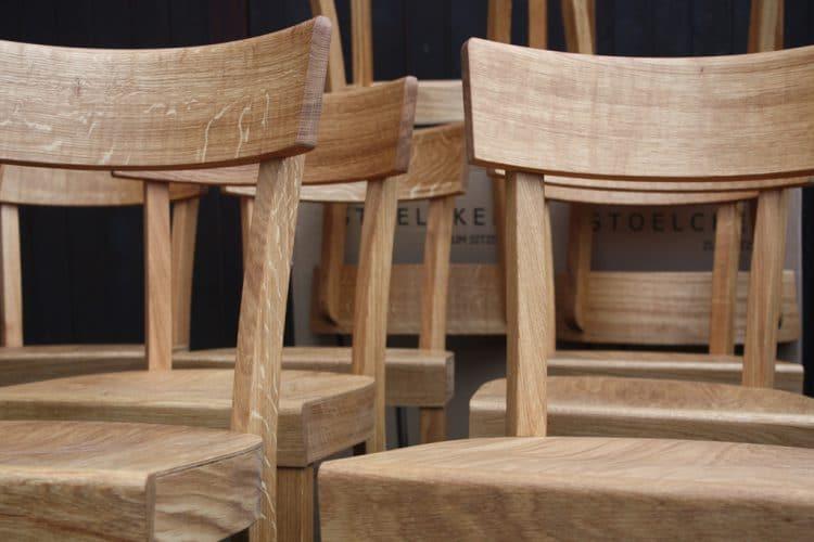 Nun mal ein wirklicher Klassiker: Wie schon die Frankfurter Küche als Vorbild diente auch der Frankfurter Küchenstuhl. Hier in Eiche Massiv, geölt. Oft kopiert, nie erreicht, aber immerhin gibt es wunderschöne farbige Nachkömmlinge. Stuhl: frankfurter-kuechenstuhl.de