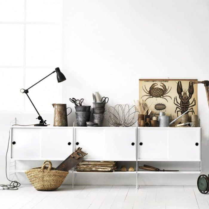 Die Skandinavier von String Furniture setzen auf einen lässigen Industrial Look. (Designer: Nisse Strinning)
