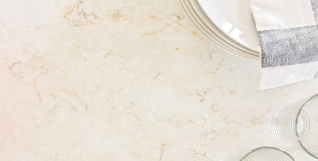 Glatt poliert mit wunderschönen Marmorierungen: Was Sie hier sehen, könnte statt eines Natursteins ein Verbundwerkstoff sein. Na und? (Foto: Silestone USA)