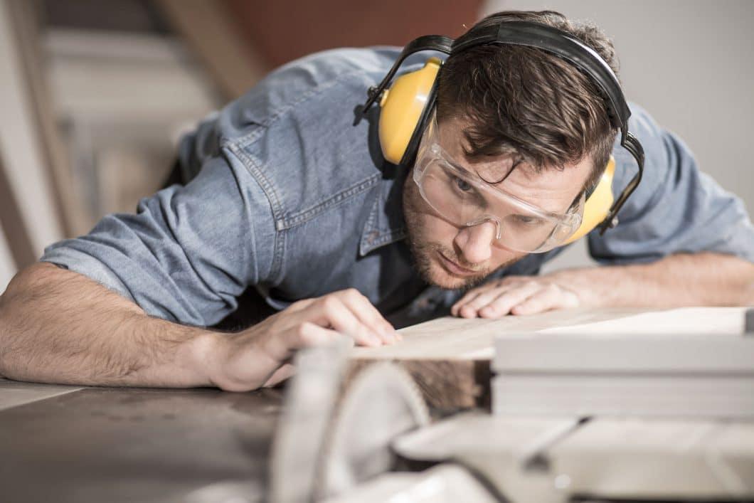 Tischler bei der Arbeit - konzentriert. (Foto: Katarzyna Biasiewicz)