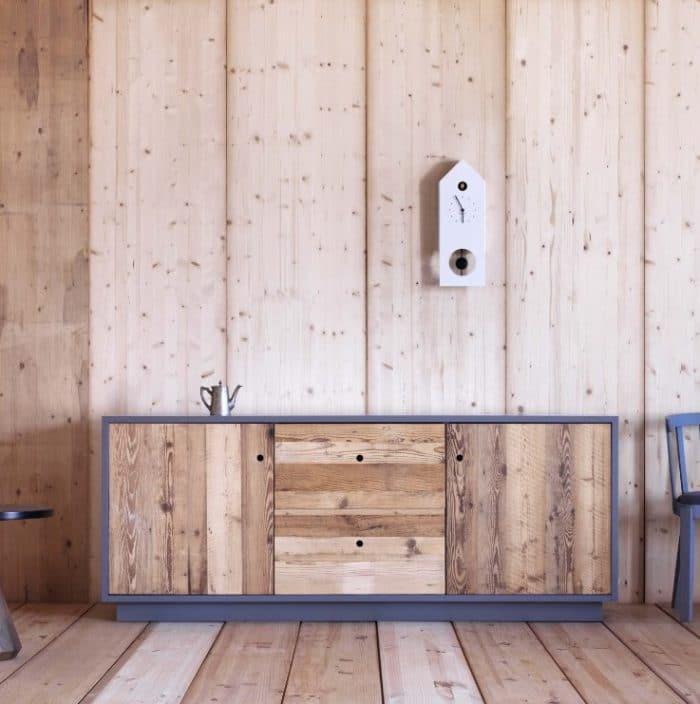 Das Tola-Sideboard ist bodenständig und erfrischend natürlich dank seines gemaserten Tannenholzes. Holen Sie sich ein Stück Natur in die Küche! (Foto: arredaclick)