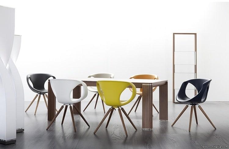 """Eine schöne runde Sitzschale für lange Stunden am Küchentisch. In diesem Fall: Typisch italienisch. Designer: Martin Ballendat für Tonon, Modell """"Up"""""""