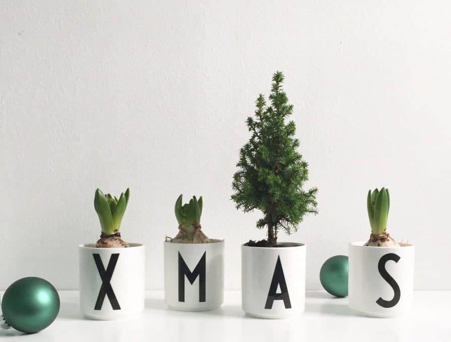 Moderner Slang trifft traditionelles Design: Die preisgekrönte Typographie des dänischen Designers Arne Jacobsen kündigt Weihnachten kurz und knapp an. Foto: charles and marie)