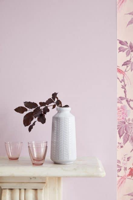 """Das Farbunternehmen Little Greene setzt auf """"Paradise Pink"""" und die fliederfarbene Hortensie: """"Wie die langsam verwelkenden Blätter eines wunderschönen Herbststraußes"""". (Foto: Little Greene)"""