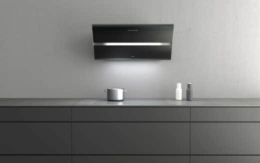 Die berbel Smartline passt mit ihrem abgerundeten Kantenprofil und mattschwarzen Blenden in jede moderne Küche. (Foto: berbel)