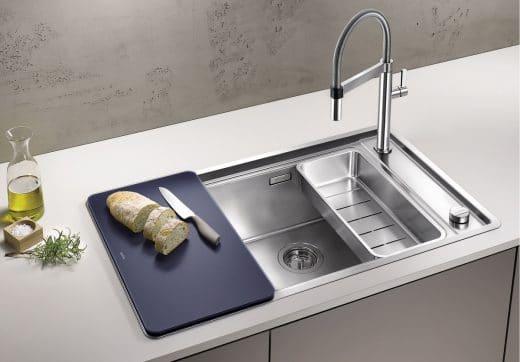 Dampfgaren, Waschen, Schneiden: Die Anwendungsmöglichkeiten in einer Küchenspüle sind heutzutage vielfältig. (Foto: BLANCO)