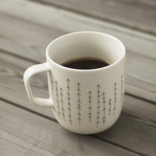 """Die Tasse """"metsä"""" (dt.: Birkenweiß) ist eine von 2 Tassen, die nach dem finnischen Lebensgefühl des 21. Jahrhunderts designt wurden. (Foto: connox/iittala)"""