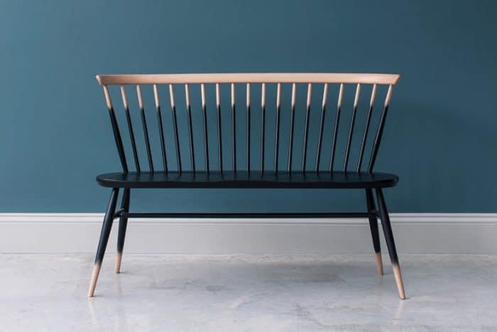 """Der Klassiker """"Love Seat"""" von Ercol ist in vielen verschiedenen Farben und Musterungen zu erhalten. (Foto: ercol)"""