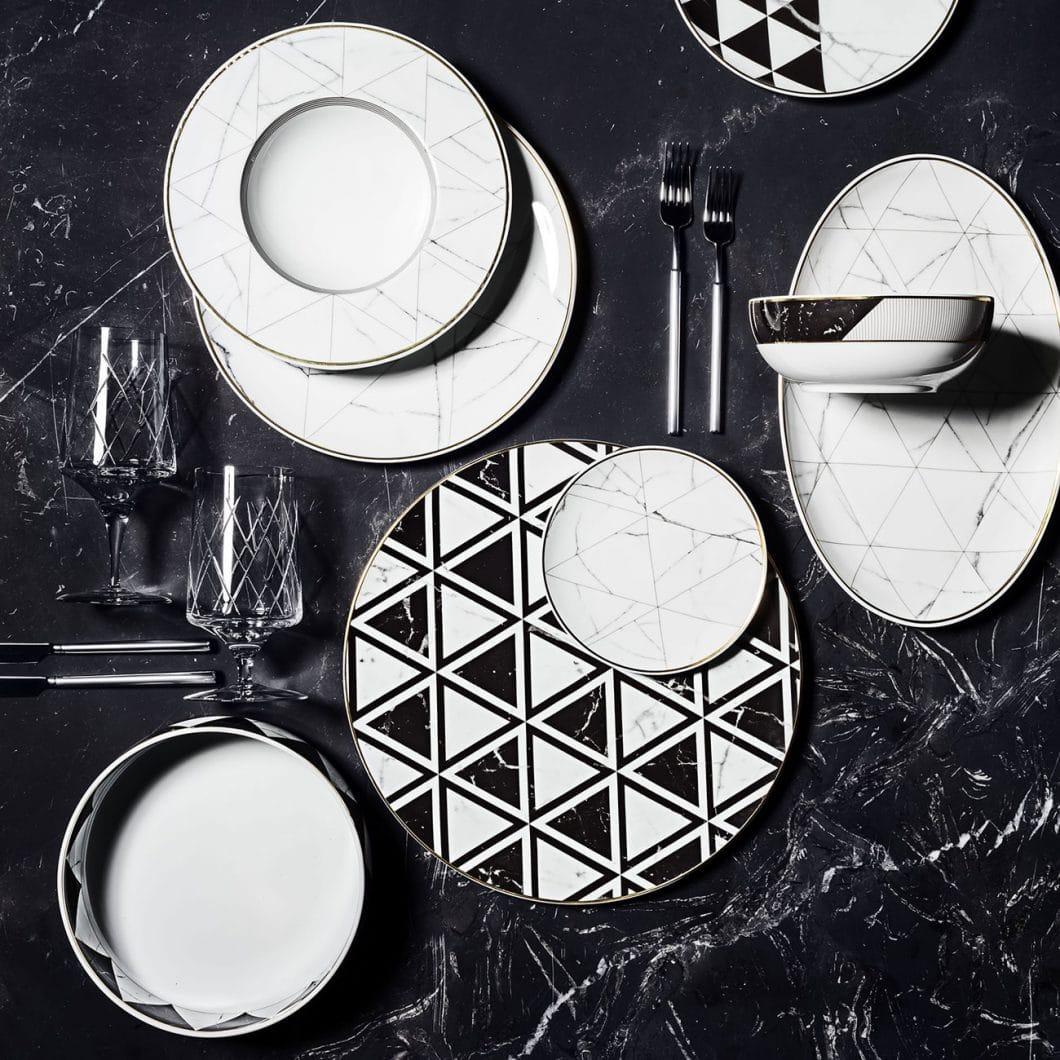 Besonders im Stilmix mit den eigenen, zur Serie gehörenden Tellern und Tassen kommt das grafische Design besonders interessant zur Geltung. (Foto: Michael C. Fina)