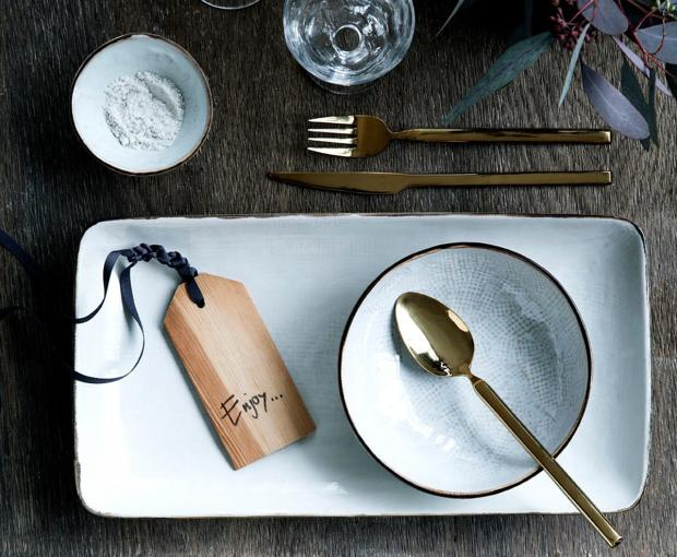 """Schlicht und elegant zugleich: Das Besteckservice """"Tvis"""" von Broste Copenhagen passt perfekt zur feierlichen Festtagstafel moderner Küchen. (Foto: Schöner Wohnen)"""
