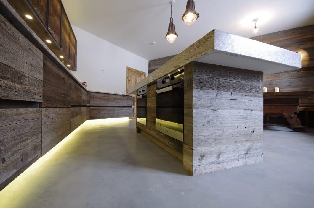 Ronacher & Grill, Holz-Stein-Küche