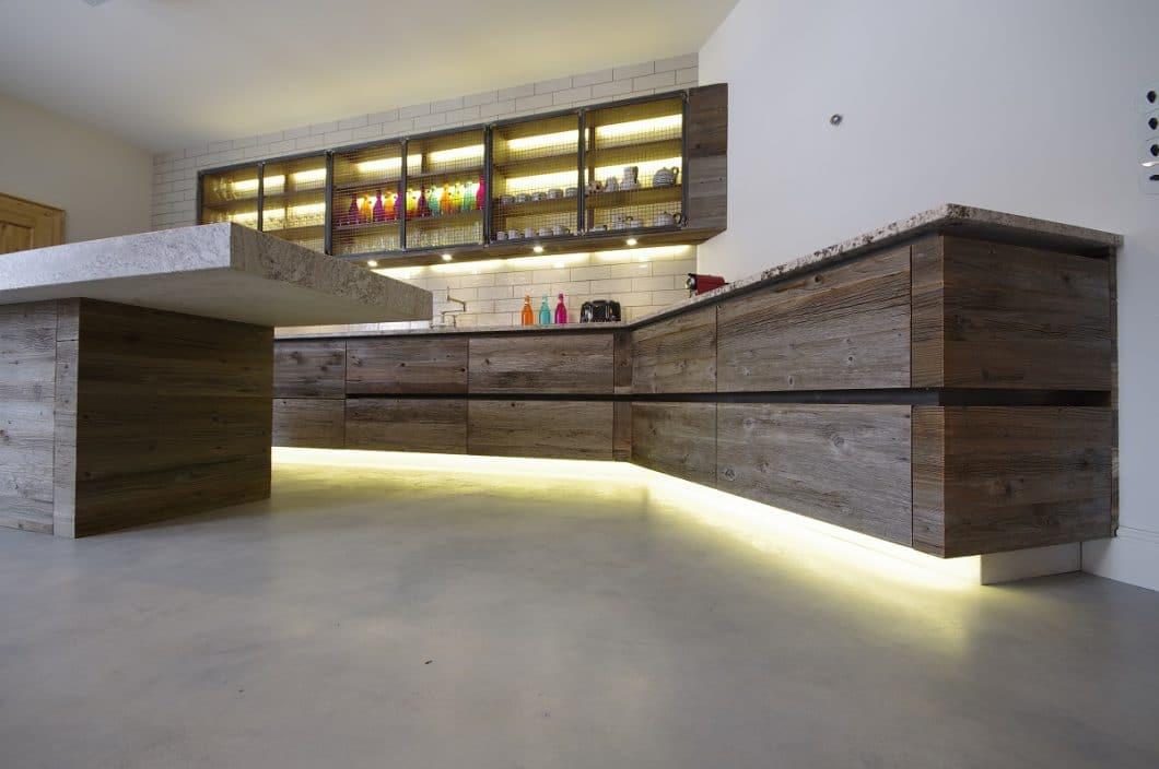 Freischwebende Holzküche, Ronacher & Grill