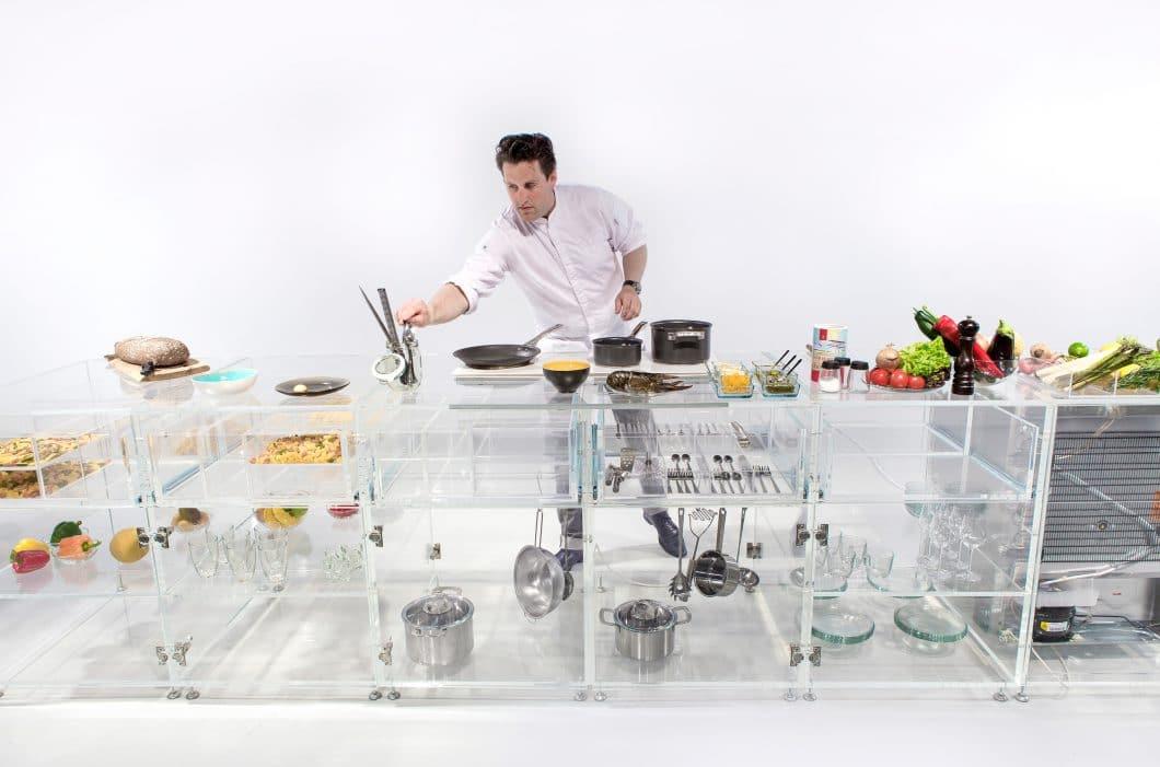 Ein Koch unter Dauerbeobachtung: In der Infinity Kitchen bekommt man gnadenlos alles zu sehen - jeden Topf, jede Tomate, jeden Kochvorgang. (Foto: mvrdv.nl)