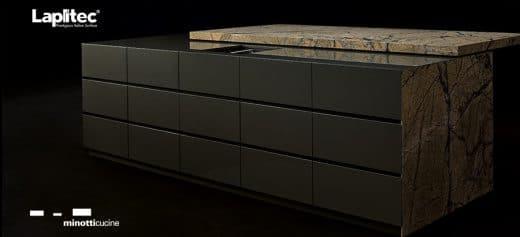 Mit einem Stein als Arbeitsfläche lässt sich auf der Kücheninsel neben dem Induktionsfeld sogar ein Kühlblock einrichten. (Foto: Lapitec)