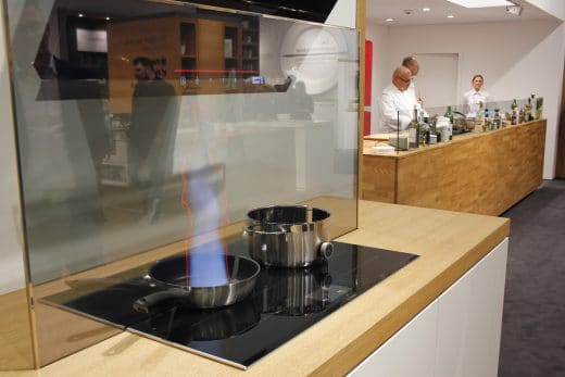 Perfect Cook, Perfect Bake, Perfect Air: Bosch demonstriert das ideale Kochfeld mit Dunstabzugshaube. (Foto: Scheffer)