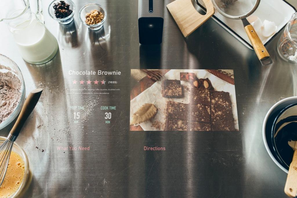 Mit dem Xperia Projector von Sony können Sie zukünftig das Rezept wieder und wieder auf der Arbeitsplatte nachlesen. (Foto: Sony)