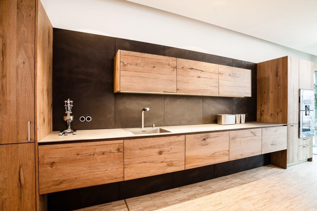 kontrastreich holz und beton im wechselspiel k chendesignmagazin lassen sie sich inspirieren. Black Bedroom Furniture Sets. Home Design Ideas