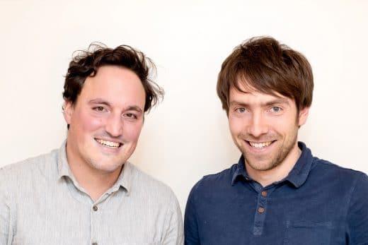 Die beiden jungen Gründer Tim und Mathias teilen sich in Marketing und Manufaktur rein. Ihre Heimat ist das gemütliche Bayern. (Foto: KlotzaufKlotz)