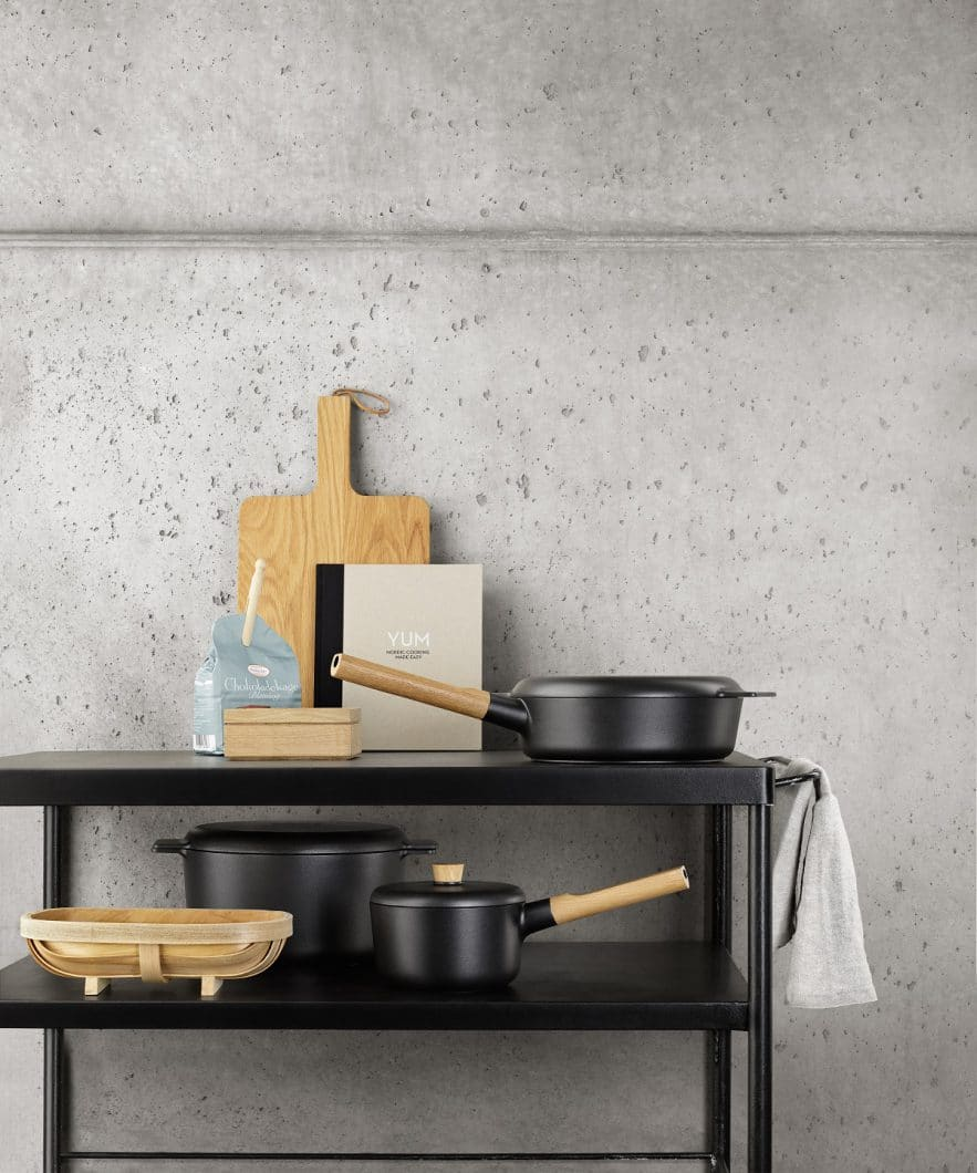 Eiche, Aluminium und Buche: Die Materialien der Nordic Kitchen-Serie sind natürlich, leicht und skandinavisch. (Foto: Eva Solo)