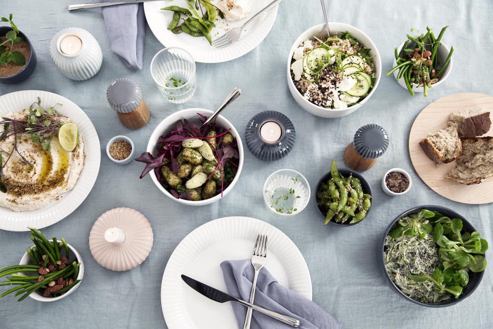Die Hammershøi-Serie ist für jedes gängige Küchengeschirr sowie Kerzenständer, Vasen und sogar als Pfeffer- und Salzstreuer erhältlich. (Foto: Kähler Design)