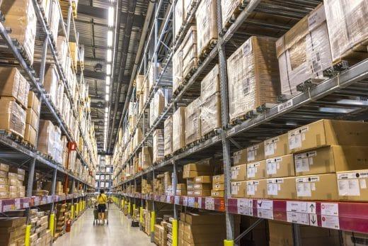 Unzählige Pakete zum Selberzusammenbauen: Eine IKEA-Küche birgt enorm viel Eigenarbeit und Geduld. (Foto: IKEA Lagerhaus)