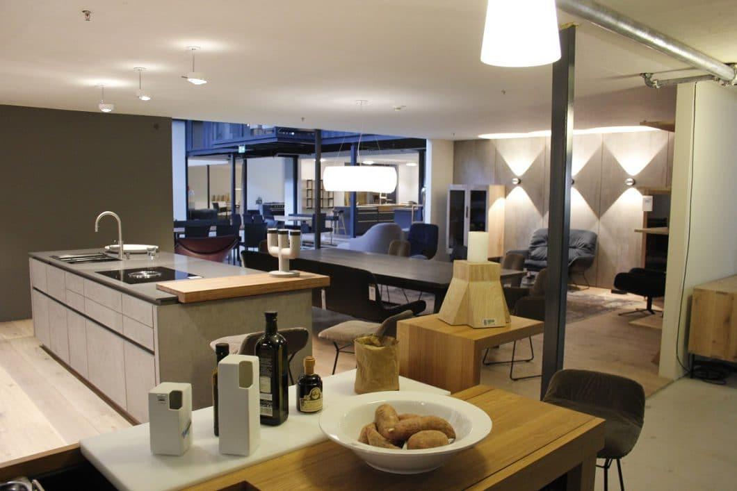Ludwigsburg, Uhl Schöner Leben, City of innovative living. LEICHT-Küche in Beton und Glas
