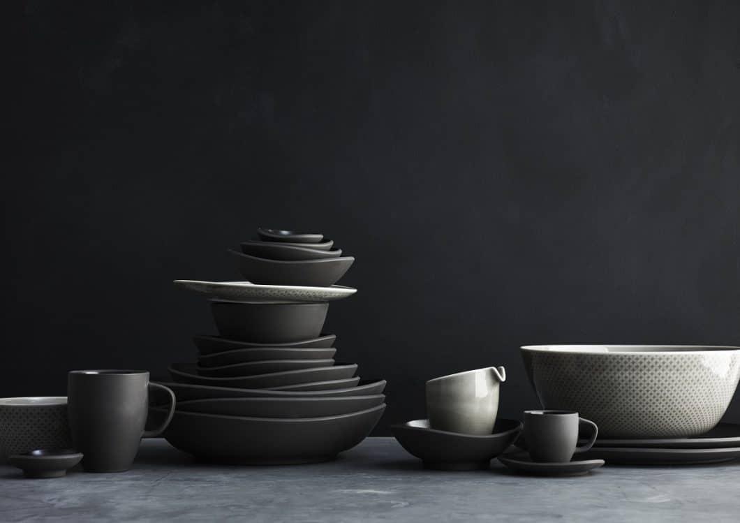 Junto kann sich auch zurückhaltend geben. Dank des Materialmixes aus Porzellan und Keramik und der unterschiedlichen Glasur wirkt es dennoch individuell. (Foto: Rosenthal)