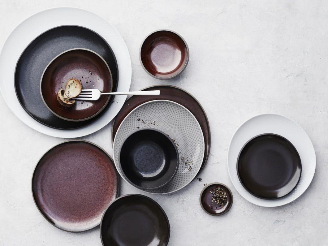 Die junge, kreative Geschirrkollektion Junto von Rosenthal besticht durch ihre asymmetrischen Formen und gedämpften Farben - wunderbar für einen Mix. (Foto: Rosenthal)