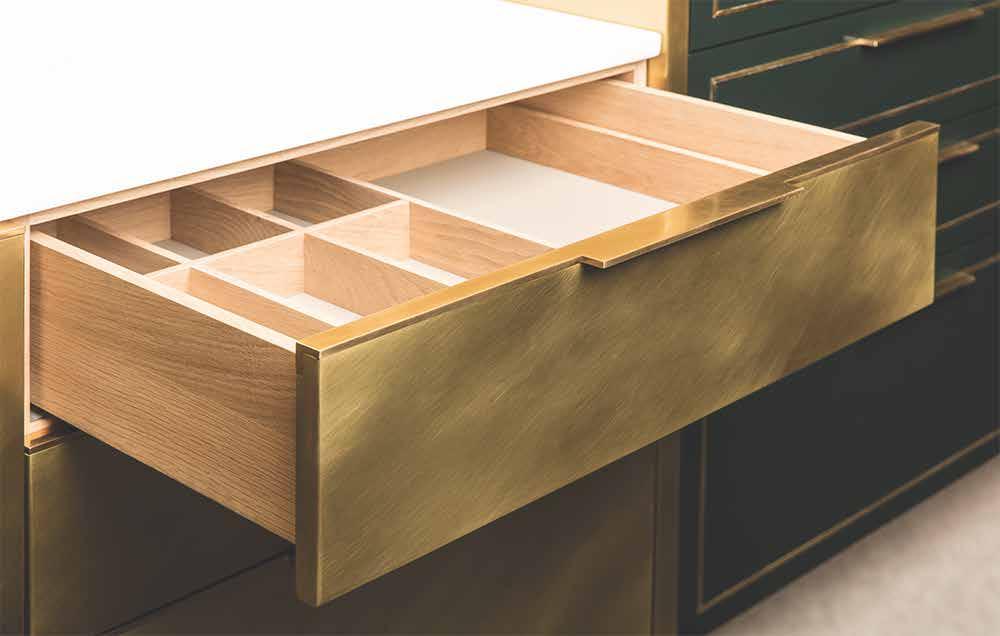 Die Brass Kitchen: Warmer Goldglanz einer Messing-Küche ...
